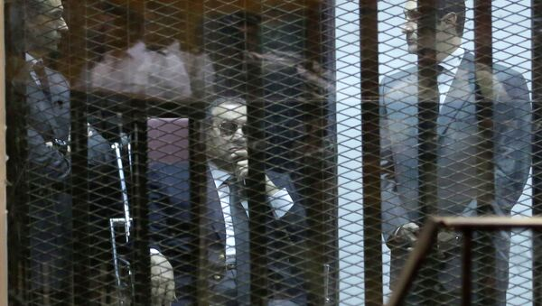 Hosni Mubarak, y sus dos hijos Gamal y Alaa - Sputnik Mundo