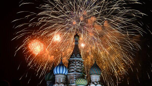 Праздничный салют в Москве в честь 70-летия Победы в Великой Отечественной войне 1941-1945 годов - Sputnik Mundo