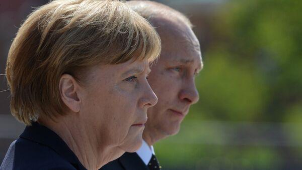 Церемония возложения цветов к Могиле Неизвестного солдата президентом РФ В.Путиным и канцлером Германии А.Меркель - Sputnik Mundo