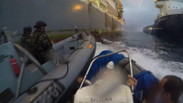 Lanchas de la Armada embisten a lanchas de Greenpeace - Sputnik Mundo