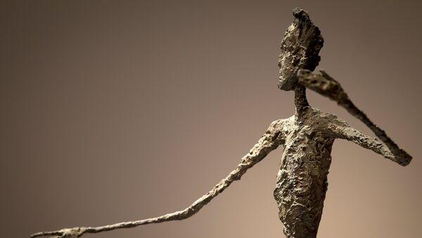 Escultura L´Homme au Doigt - Sputnik Mundo