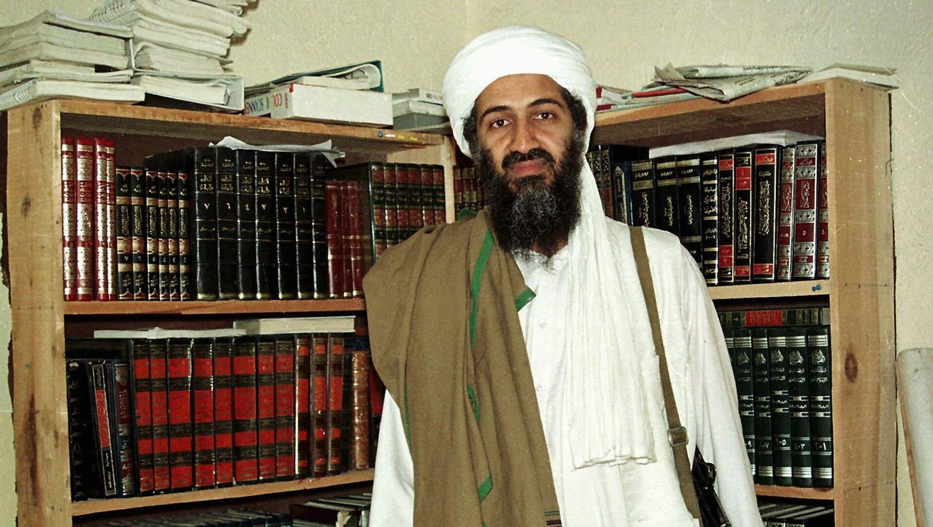 Al Qaida leader Osama bin Laden is seen in Afghanistan. (File) - Sputnik Mundo, 1920, 08.09.2020