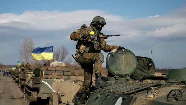 El bloque de Poroshenko insta a restringir el paso a través de la línea de separación - Sputnik Mundo