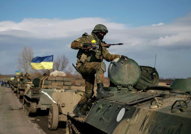 El bloque de Poroshenko insta a restringir el paso a través de la línea de separación