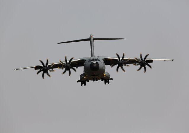 Un Airbus A400M en pleno vuelo