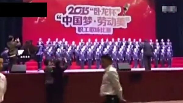 Un escenario se hunde con un coro en China - Sputnik Mundo
