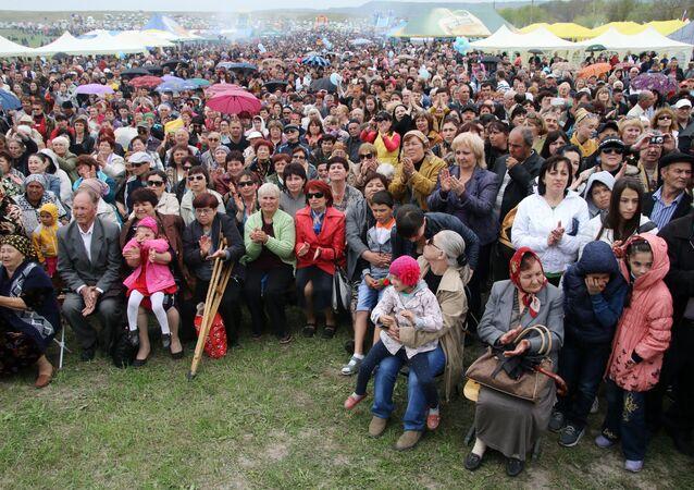 Tártaros de Crimea celebran el día de la primavera y la fertilidad