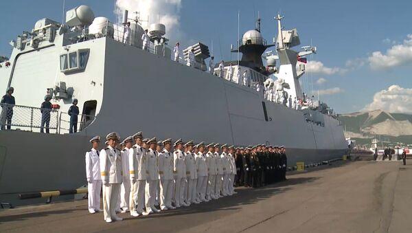 Las fragatas chinas zarpan de un puerto ruso para maniobras conjuntas - Sputnik Mundo