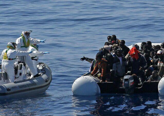 Inmigrantes ilegales en el Mediterráneo