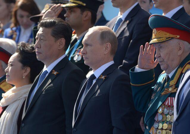 Presidente de China, Xi Jinping y presidente de Rusia, Vladímir Putin durante el Desfile de la Victoria en Moscú
