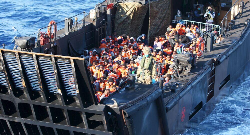 La UE aborda con medios militares el problema humanitario de la inmigración