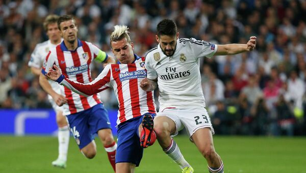 Partido de fútbol entre Real Madrid v Atletico Madrid (archivo) - Sputnik Mundo