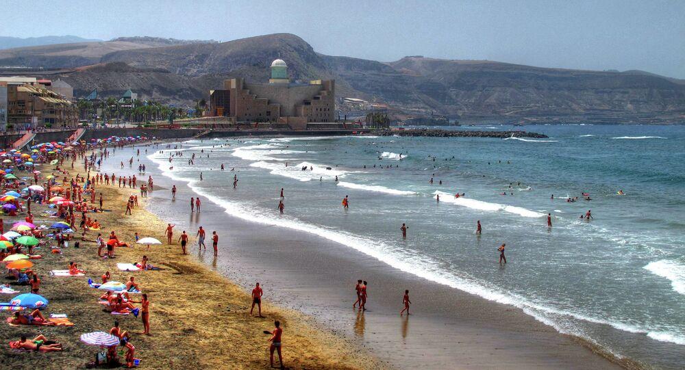 Verano en La Playa de Las Canteras Las Palmas de Gran Canaria