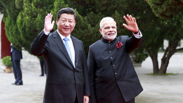 Presidente de China, Xi Jinping, y primer ministro de India, Narendra Modi - Sputnik Mundo