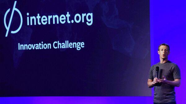 Mark Zuckerberg, director general de Facebook, presenta el proyecto Internet.org en India - Sputnik Mundo