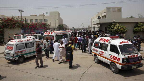 Ambulancias cerca del hospital después del ataque contra chiítas en Karachi - Sputnik Mundo