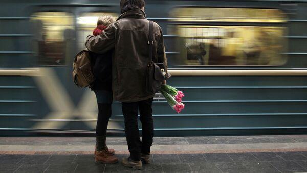 Abono anual de transportes por dar a luz en el metro de Moscú - Sputnik Mundo