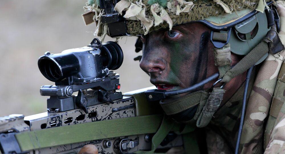 Soldado británico durante las maniobras de la OTAN