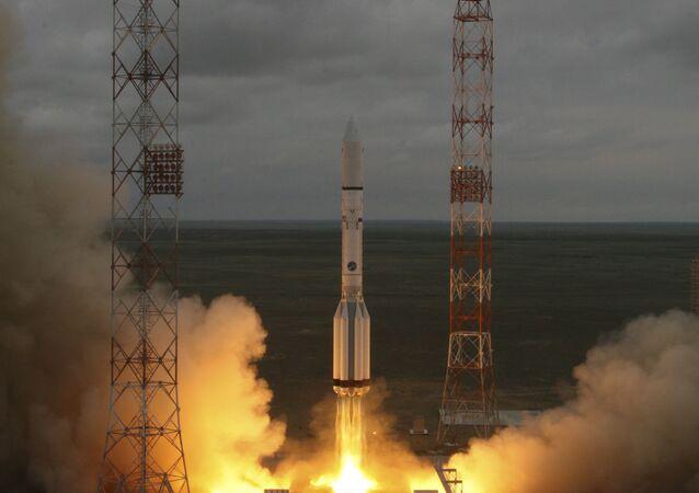 El lanzamiento del cohete Protón-M