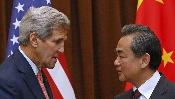 Secretario de Estado de EEUU, John Kerry y ministro de Relaciones Exteriores de China, Wang Yi - Sputnik Mundo