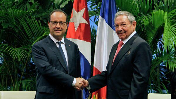 Presidente de Francia, François Hollande y presidente de Cuba, Raúl Castro - Sputnik Mundo