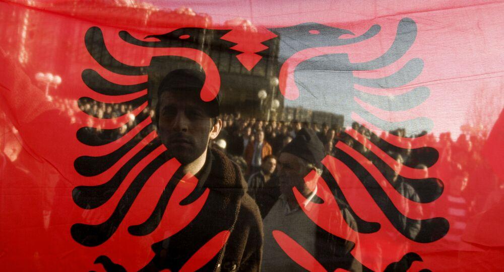 Bandera de Albania (imagen referencial)