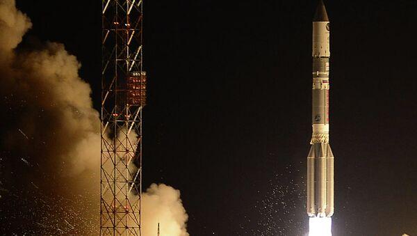 El lanzamiento del cohete Protón-M con el bloque propulsor Briz-M - Sputnik Mundo