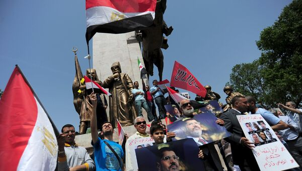 Manifestantes pro-islamistas durante una protesta en apoyo de expresidente Mohamed Mursi - Sputnik Mundo