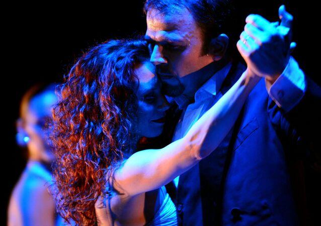 Artistas argentinos presentan Tango & Noche en un teatro de Moscú