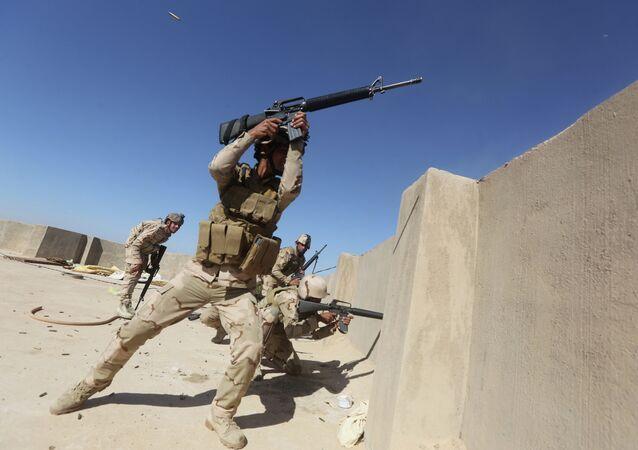 Soldados iraquíes luchan contra Estado Islámico