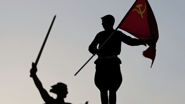 Igualar la URSS al régimen nazi podría ser considerado un delito - Sputnik Mundo