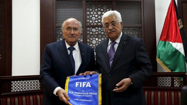 Presidente de la FIFA, Joseph Blatter y presidente de Palestina, Mahmud Abás - Sputnik Mundo