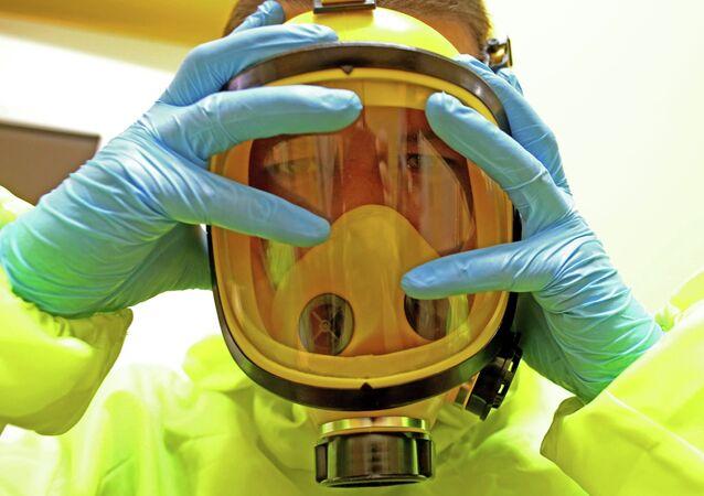 Un traje anti-contagios (imagen referencial)
