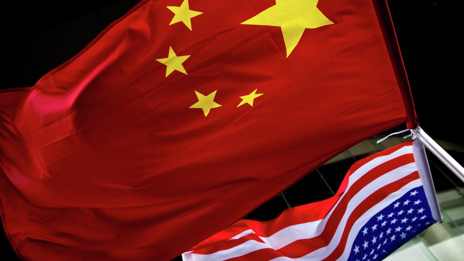 Banderas de China y EEUU - Sputnik Mundo, 1920, 07.03.2021