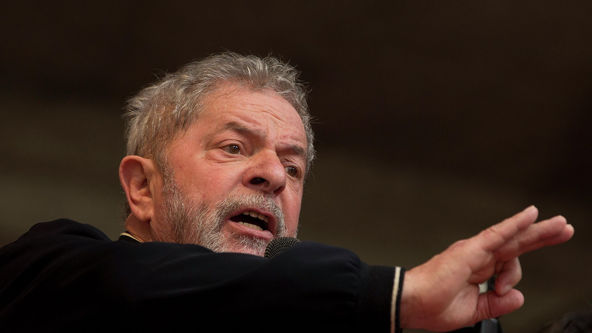 Brazil's former President Luiz Inacio Lula da Silva delivers a speech during a May Day rally in Sao Paulo, Brazil, Friday, May 1, 2015. - Sputnik Mundo, 1920, 09.03.2021