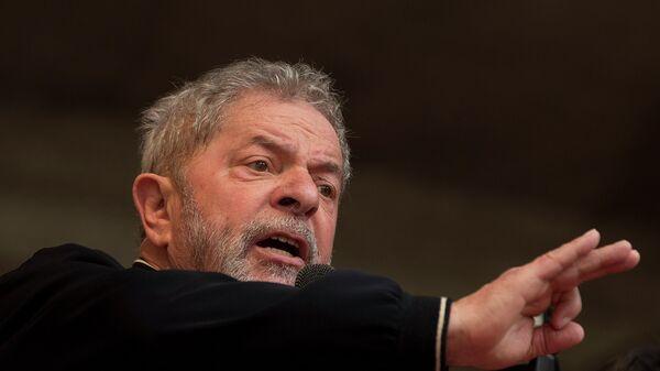 Brazil's former President Luiz Inacio Lula da Silva delivers a speech during a May Day rally in Sao Paulo, Brazil, Friday, May 1, 2015. - Sputnik Mundo