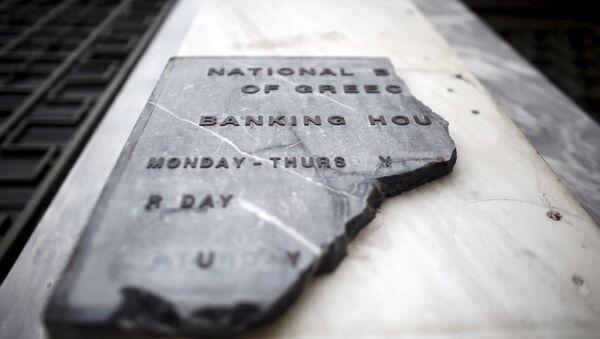 A damaged sign of National Bank of Greece - Sputnik Mundo