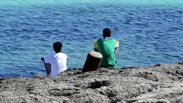Migrantes ilegales en Lampedusa - Sputnik Mundo