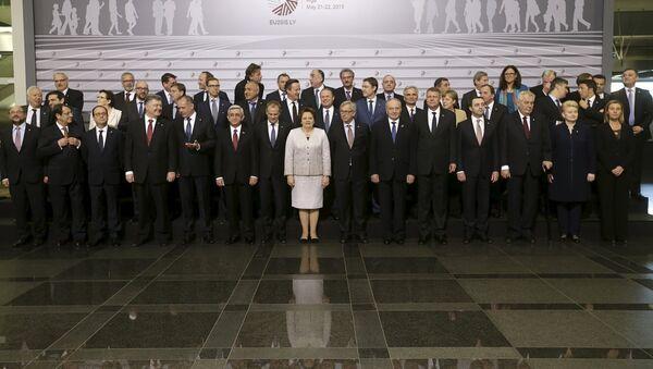 Todos los países de la cumbre de la Asociación Oriental, incluyendo Azerbaiyán, firmaron la declaración final - Sputnik Mundo