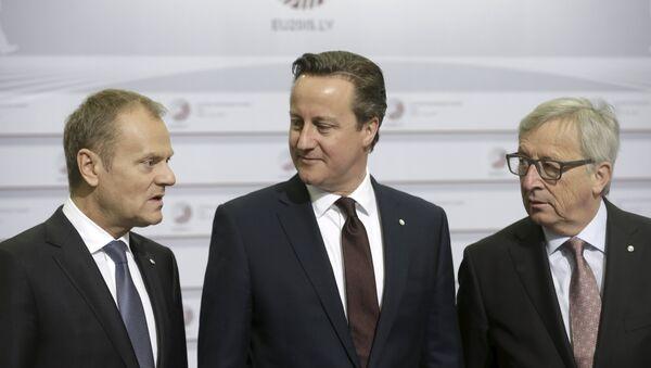 Donald Tusk, David Cameron y Jean-Claude Juncker - Sputnik Mundo
