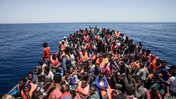 Inmigrantes rescatados en la costa de Libia (archivo) - Sputnik Mundo