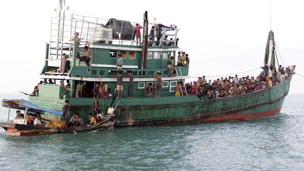 Tailandia manda un buque de desembarco para ayudar a refugiados birmanos - Sputnik Mundo