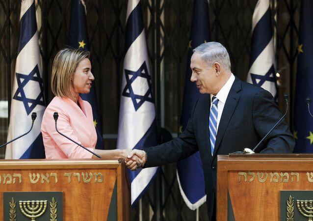 Jefa de la diplomacia de la UE, Federica Mogherini y primer ministro de Israel, Benjamín Netanyahu