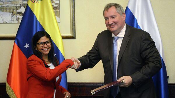 Ministra de Relaciones Exteriores de Venezuela, Delcy Rodríguez y vice primer ministro ruso, Dmitri Rogozin - Sputnik Mundo