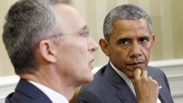 Secretario general de la OTAN, Jens Stoltenberg y presidente de EEUU, Barack Obama - Sputnik Mundo