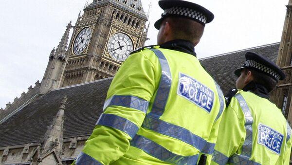 La policía de Londres disparó pistolas eléctricas contra menores de edad - Sputnik Mundo