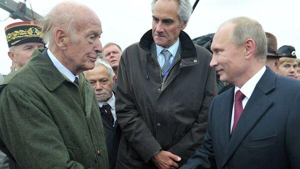 Expresidente de Francia Valéry Giscard d´Éstaing y presidente de Rusia Vladímir Putin (Archivo) - Sputnik Mundo