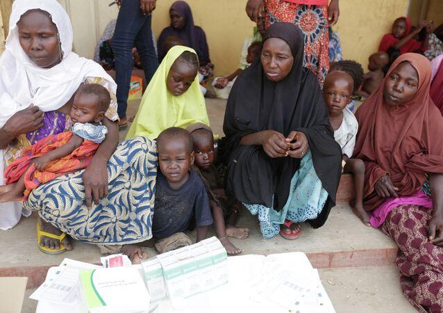 Mujeres y niños rescatados por la policía de Nigeria de extremistas de Boko Haram