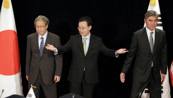 Representantes de Japón, Corea del Sur y EEUU Junichi Ihara, Hwang Joon-kook y  Sung Kim respectivamente - Sputnik Mundo