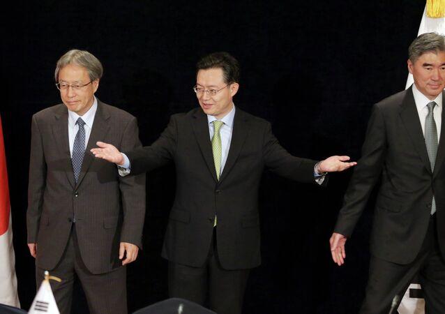 Representantes de Japón, Corea del Sur y EEUU Junichi Ihara, Hwang Joon-kook y  Sung Kim respectivamente